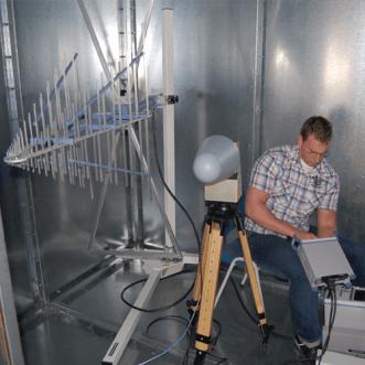 Mérések Faraday-kalitka és tokozatok